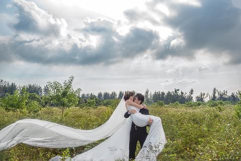 Jerome & Amanda Prewedding by Loveinstills. Punggol Lalang Field